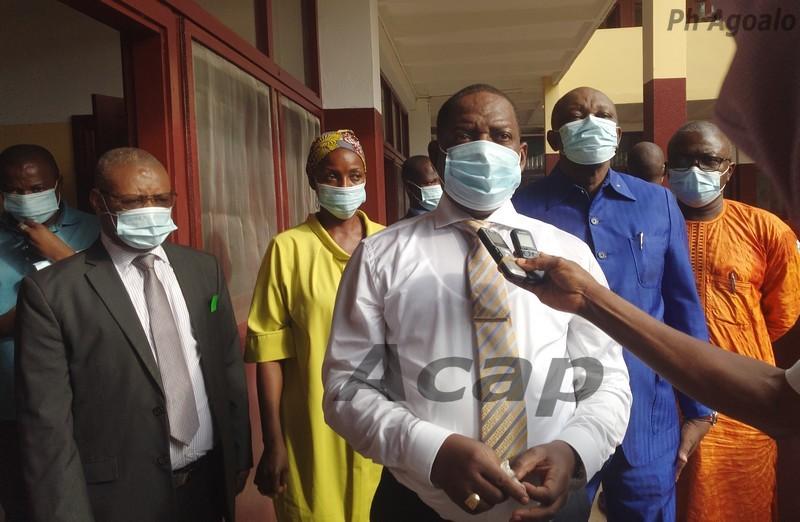 Le Premier ministre Firmin Ngrébada  au centre de de prise en charge des malades du COVID-19