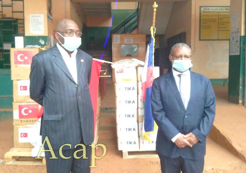 Le ministre Somsé réceptionne le don Turque en matériels et équipements médicaux