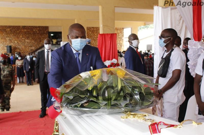 Le Président de la République élève au Grade de Commandeur le regretté Juge Sylvain Venance Gomongo