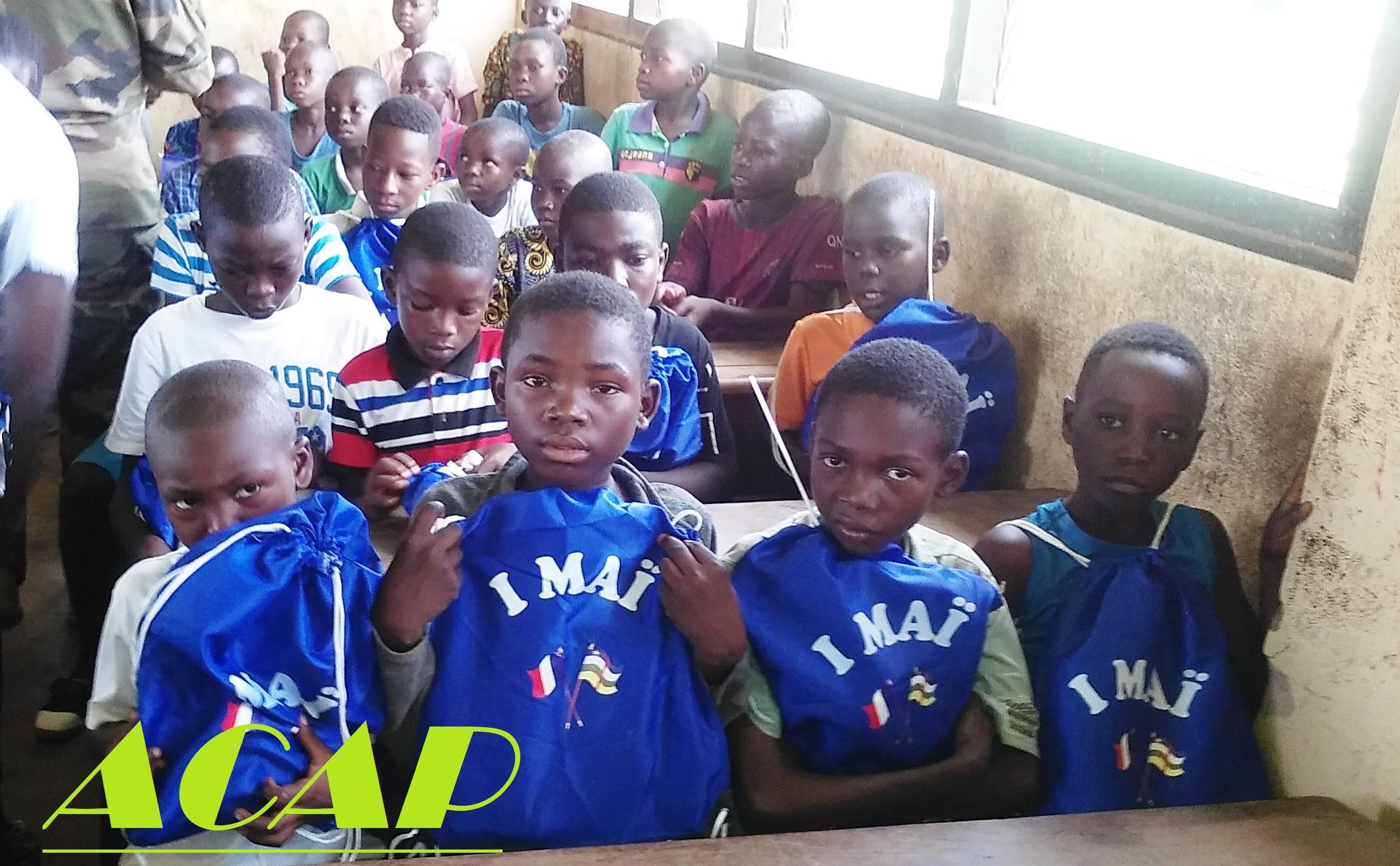La mission logistique française octroie 100 kits scolaires à l'Ecole Pétévo
