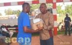Remise de kits agricoles aux groupements et associations de paysans de Damara et Bogangolo