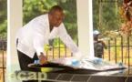 Flavien Mbata sur la tombe du défunt président David Dacko