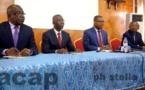 Le ministre Pierre Somsé (3ème à partir de la gauche) pendant la conférence de presse