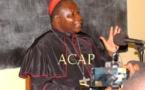 Le Cardinal Dieudonné Nzapalaïnga devant les journalistes