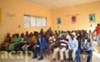 L'équipe d'information du programme de désarmement s'entretient avec les habitants de Bouar