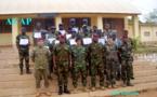 Des militaires et gendarmes reçoivent leur certificat après une formation en administration