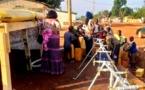 Des camions-citernes de la municipalité participent à la distribution d'eau potable dans la capitale