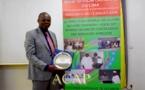 Le directeur général de la CNSS présente à Bangui son oscar de l'excellence des managers africains