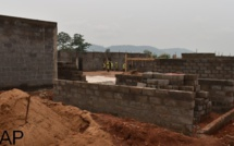 Installation d'une base vie sur le site de la centrale solaire photovoltaïque de Danzi